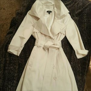 Bebe white awesome trench coat. Size small